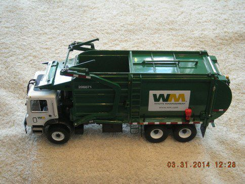10-4001 Waste Management Front End Loader