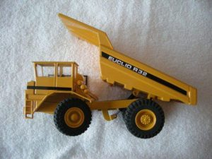 228 Euclid R32 Hauler-Dump Truck