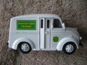 43-501 Mountain View Creamery Delivery Truck