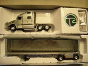 5524191 Peterbilt Curtainside Tractor Trailer