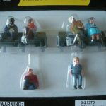 21370 Sitting Figures with Benches