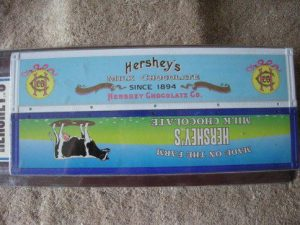 782-0031 Pair of Hershey's Containers