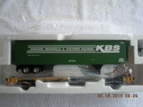 7959 Kankakee Beaverville & Southern front runner with 45' pines trailer