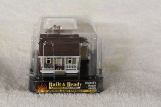 4926 Granny's house n scale