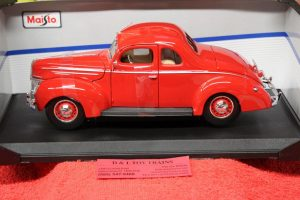 31180 Maisto 1:18 scale 1939 Ford Deluxe