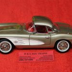 AM1151 Auto World 1:18 Scale 1961 Chevy Corvette