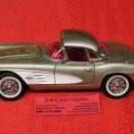AM1151 Auto World 1:18 Scale 1961 Chevy Corvette