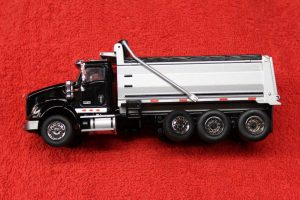 71020 Die Cast Masters 1:50th scale International HX620 dump truck