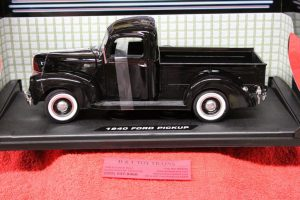 73170 Motor Max 1:18th scale 1940 Ford pickup truck