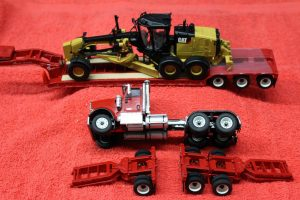85598 Die Cast Masters 1:50th scale International tractor with lowboy trailer with 12M3 motor grader load