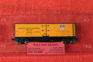 47401 Intermountain HO scale Pacific Fruit Express wood side reefer car
