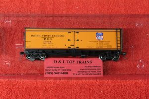 47402 Intermountain HO scale Pacific Fruit Express wood side reefer car