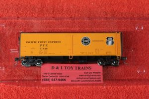 47404 Pacific Fruit Express wood side reefer car
