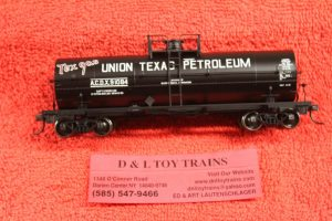 20002654 Atlas HO scale Union Texas Petroleum 11,000 gallon tank car