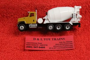 85512 Diecast Masters 1:87th scale Cat CT681 concrete mixer truck
