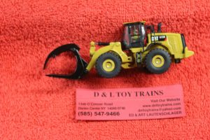 85950 Diecast Masters 1:87th scale Cat 972 wheel loader with log fork