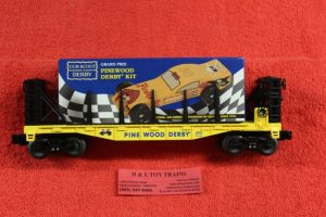 26654 Lionel O scale 3 rail Boy Scouts Of America pinewood durby faltcar with pinewood car load