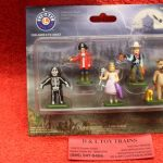 24265 Lionel O scale Halloween trick or treaters figures