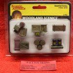 2739 Woodland Scenics O scale Assorted crates figures
