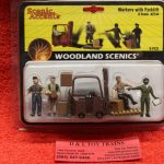 2744 Woodland Scenics O scale workers with a forklift figures