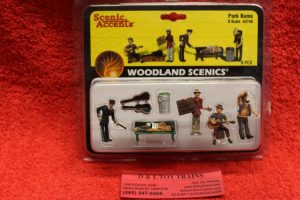 2749 Woodland Scenics O scale Park bums figures