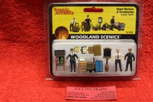 2757 Woodland Scenics O scale Depot workers and accessories figures