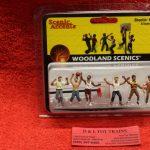 2760 Woodland Scenics O scale Shootin hoops figures