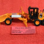 50-3082 First Gear 1:50th scale Komatsu GD655 D.O.T. motor grader with V style snowplow