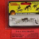 1942 Woodland Scenics HO scale Wildlife standoff figures