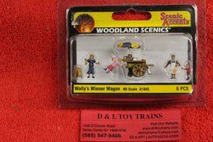 1945 Woodland Scenics HO scale Wally's Wiener wagon figures