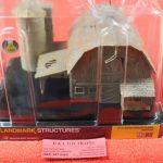 5038 Woodland Scenics HO scale Old weathered barn
