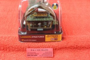 5047 Woodland Scenics HO scale Mo Skeeter's bait & tackle store
